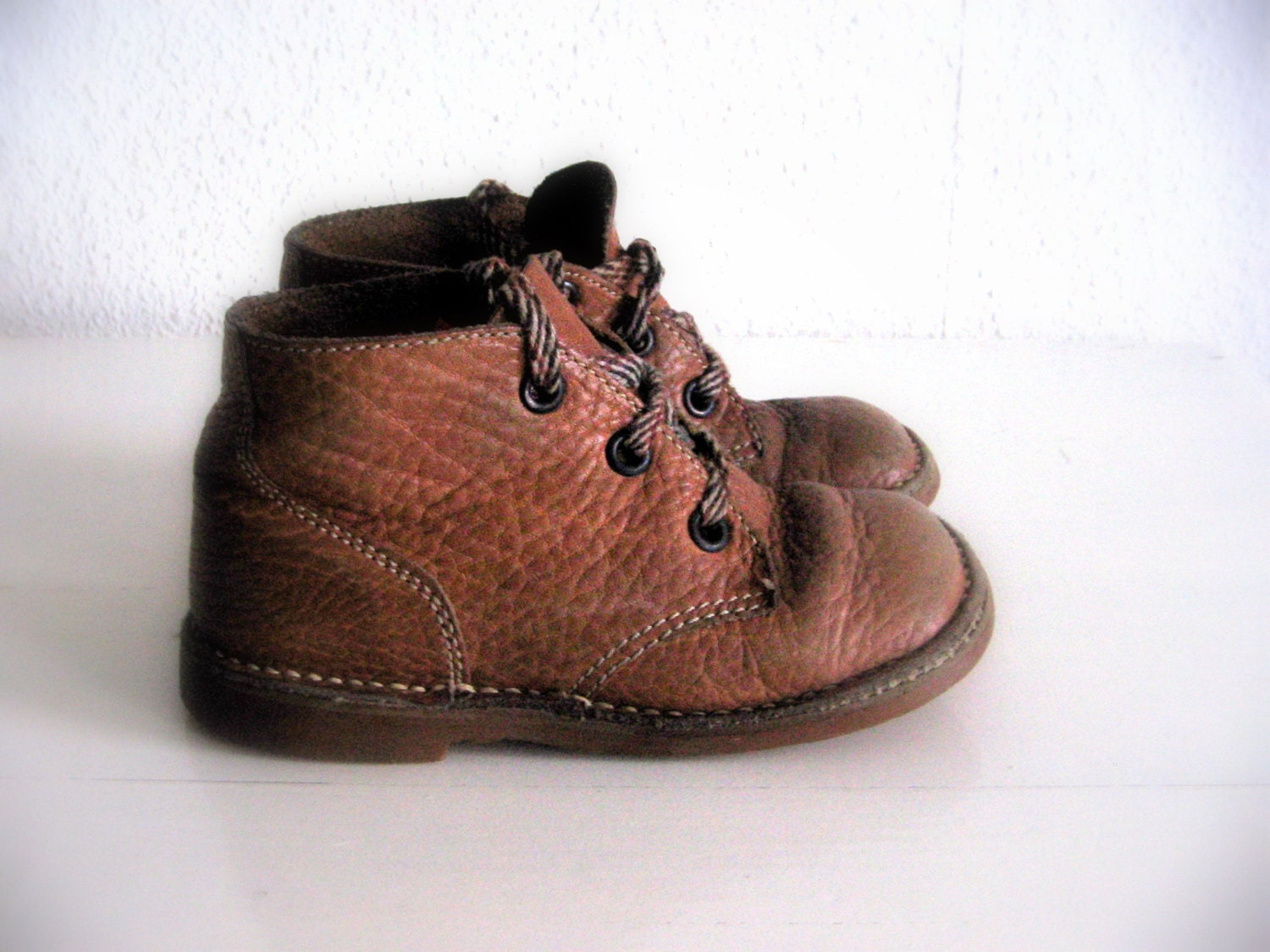 Vintage Toddler Leathers Boots . Lace-up Shoes .  Brown Leather . Kids Size 7.5