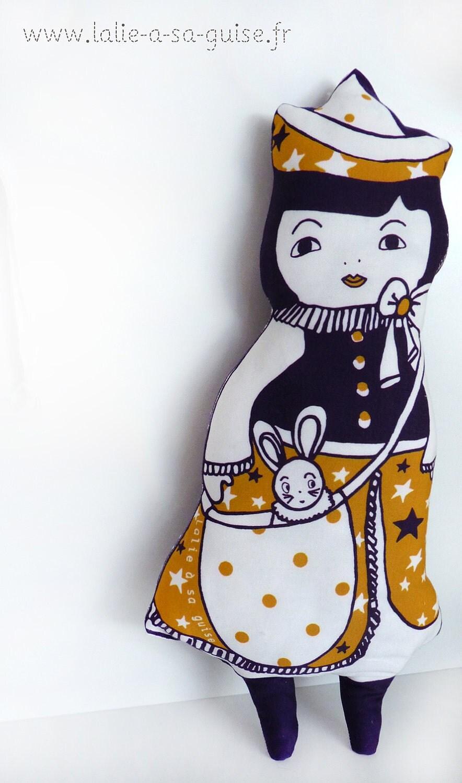 """Art doll poupée éco conçue bleu nuit et jaune moutarde """"douceur étoilée"""""""
