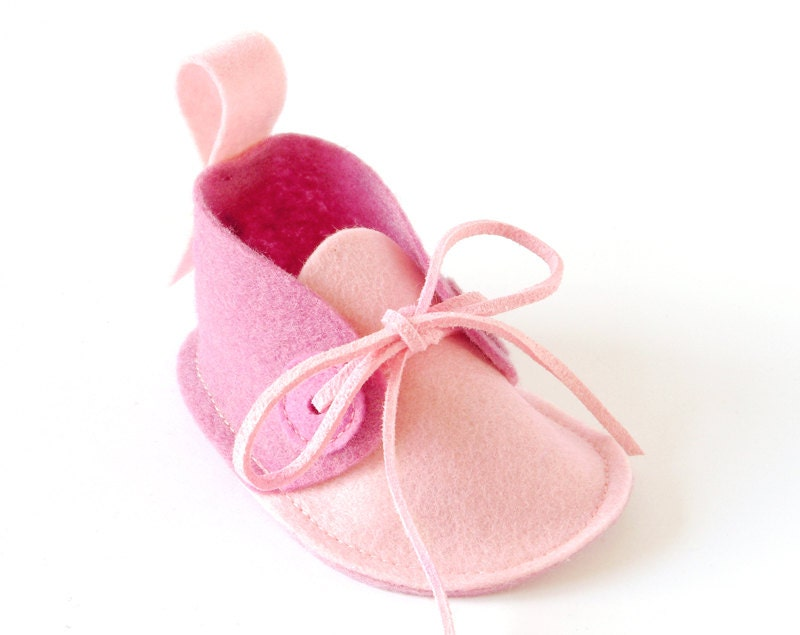 Pink baby shoes - newborn girls booties in pure wool felt, infant slippers, baby keepsake shower gift, crib shoes - LaLaShoes