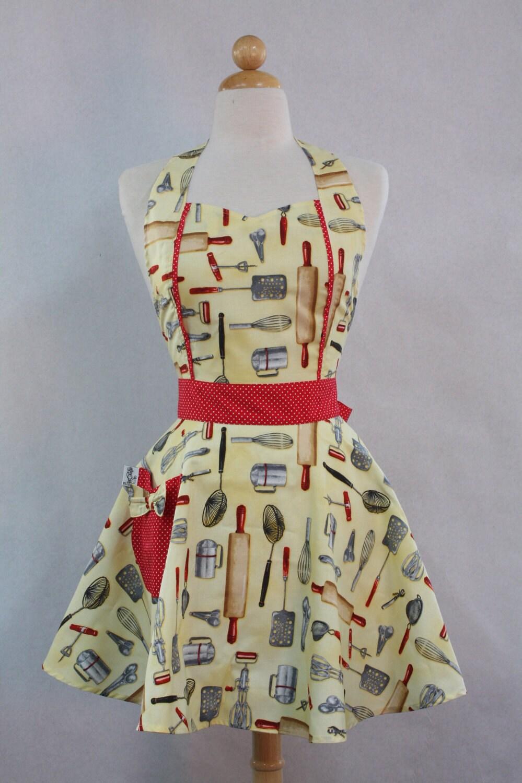 Retro Apron Vintage Style Sweetheart Neckline Yellow Kiss the Cook Full Apron MAGGIE