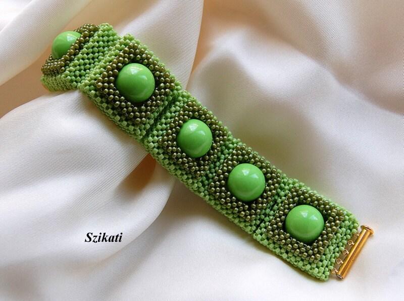Beaded green bracelet, fall colors, autumn fashion, OOAK