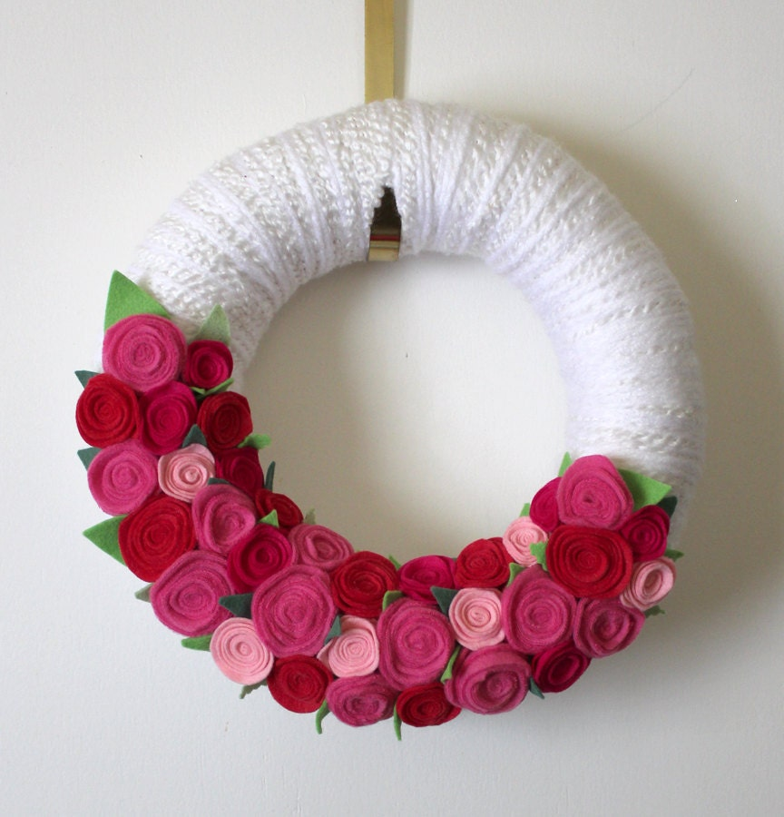 Pink Roses Wreath, Yarn and Felt Wreath, 12 inch size - TheBakersDaughter