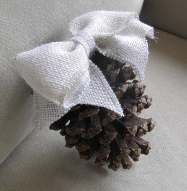 Ornamento pinha com arco de serapilheira branca / precisar de mais deixe-nos saber