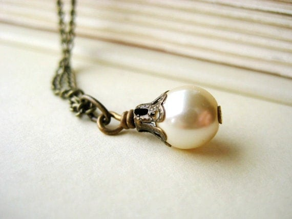 Single Pearl Bridesmaid Necklace - vintage inspired, pendant, antique brass, ivory, tagt team