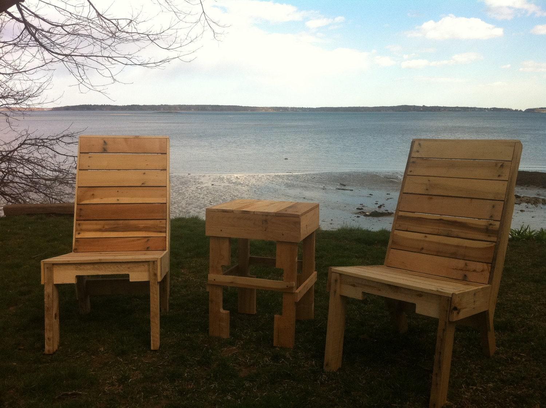 Hechas a Mano en Maine. Silla de madera reciclada Pallet w / atrás ranura de almacenamiento