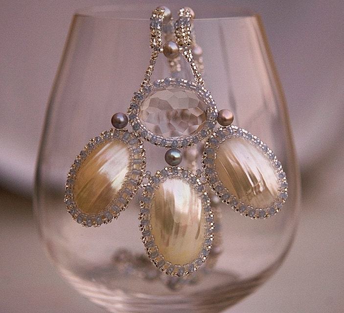 Quartz, Osmina shell and pearls necklace N1323. Moon glow - FleurDeIrk