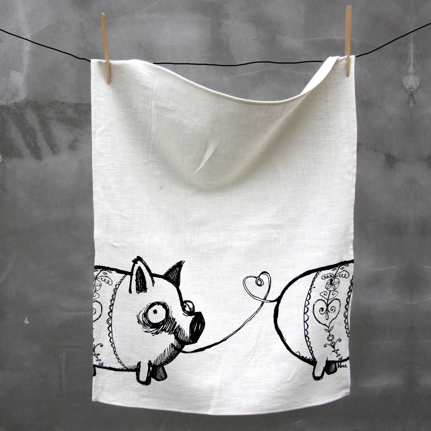 Gingerbread pigs on Kitchen Towel
