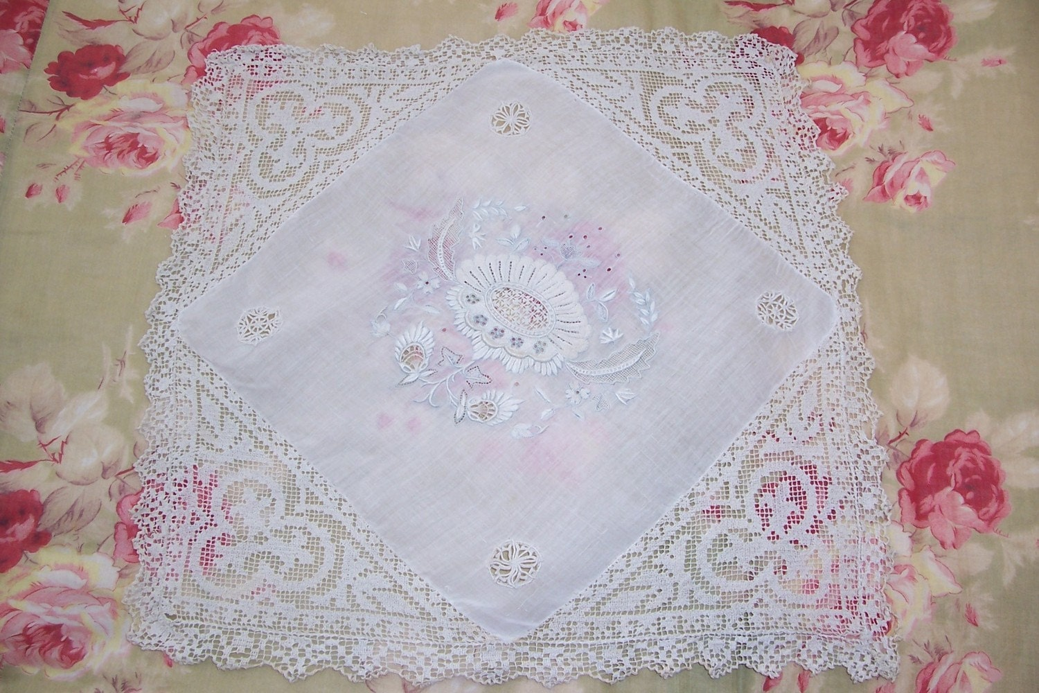 EXQUISITE VICTORIAN WEDDING HANDKERCHIEFLACE and SILK EMBROIDERY FLOWERS