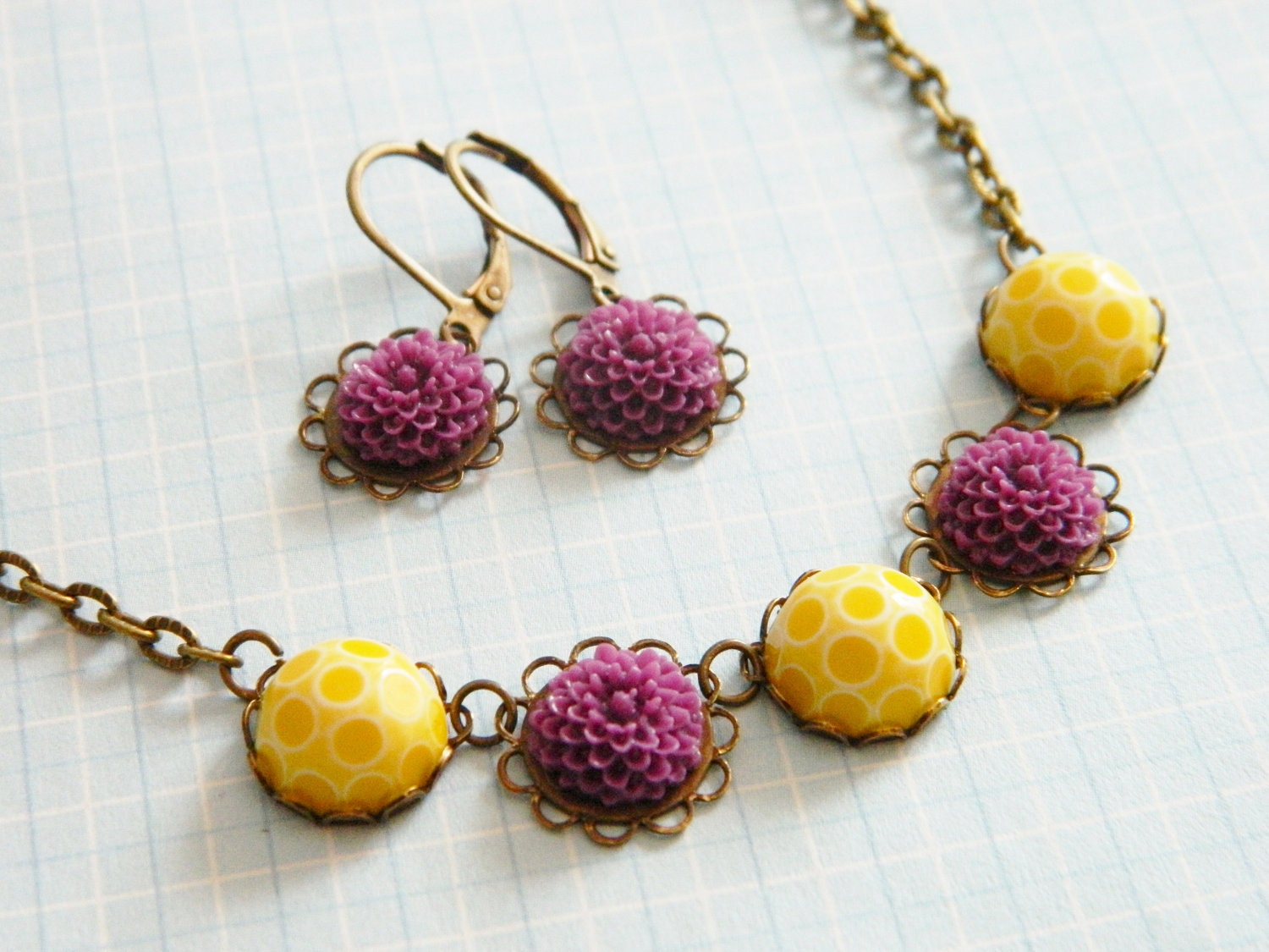 Necklace & Earrings Set Vintage Yellow Honeycomb and Violet Flowers - Sweet Dahlia Honey