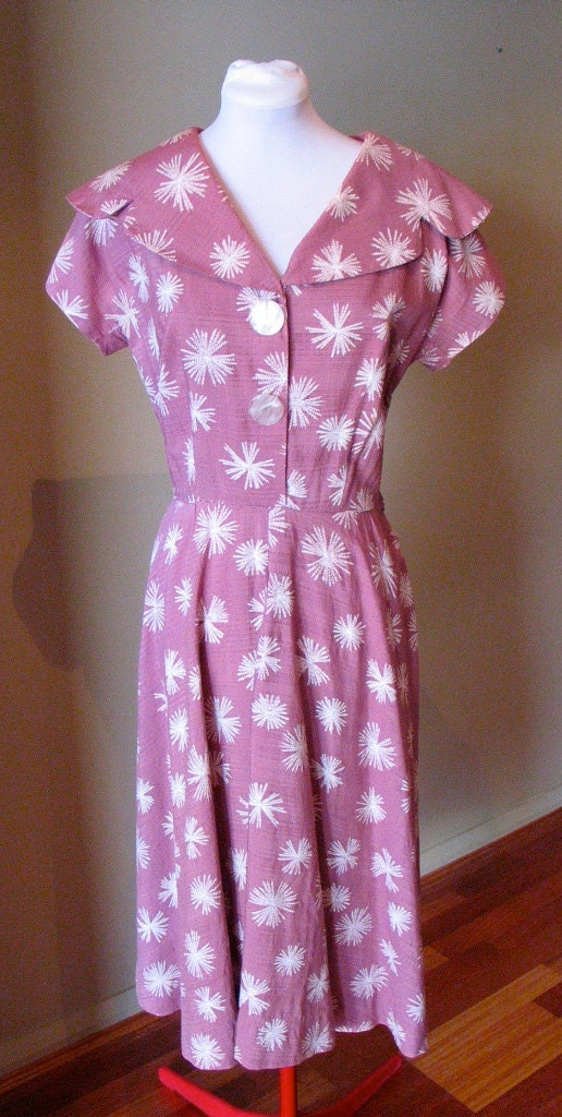 Vintage 1940s Dusty Pink Dress with Lucite Buttons - M to L