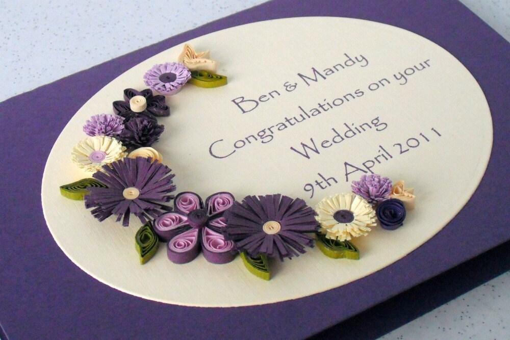 Свадебные поздравления карты, покрытый перьями цветы, персональные имена и даты, бумага рюш