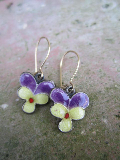 Petit Pensée . Pansy Enameled Earrings from the 1970s . Vintage . flowers . viola tricolor