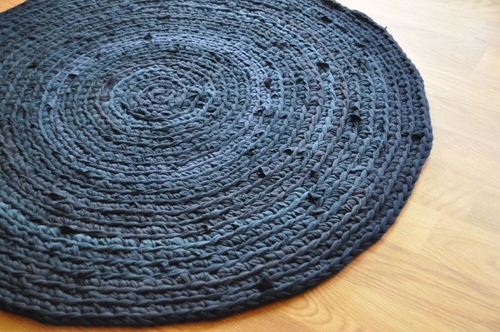 Crocheting Round Rugs : ROUND CROCHET RUG Crochet For Beginners