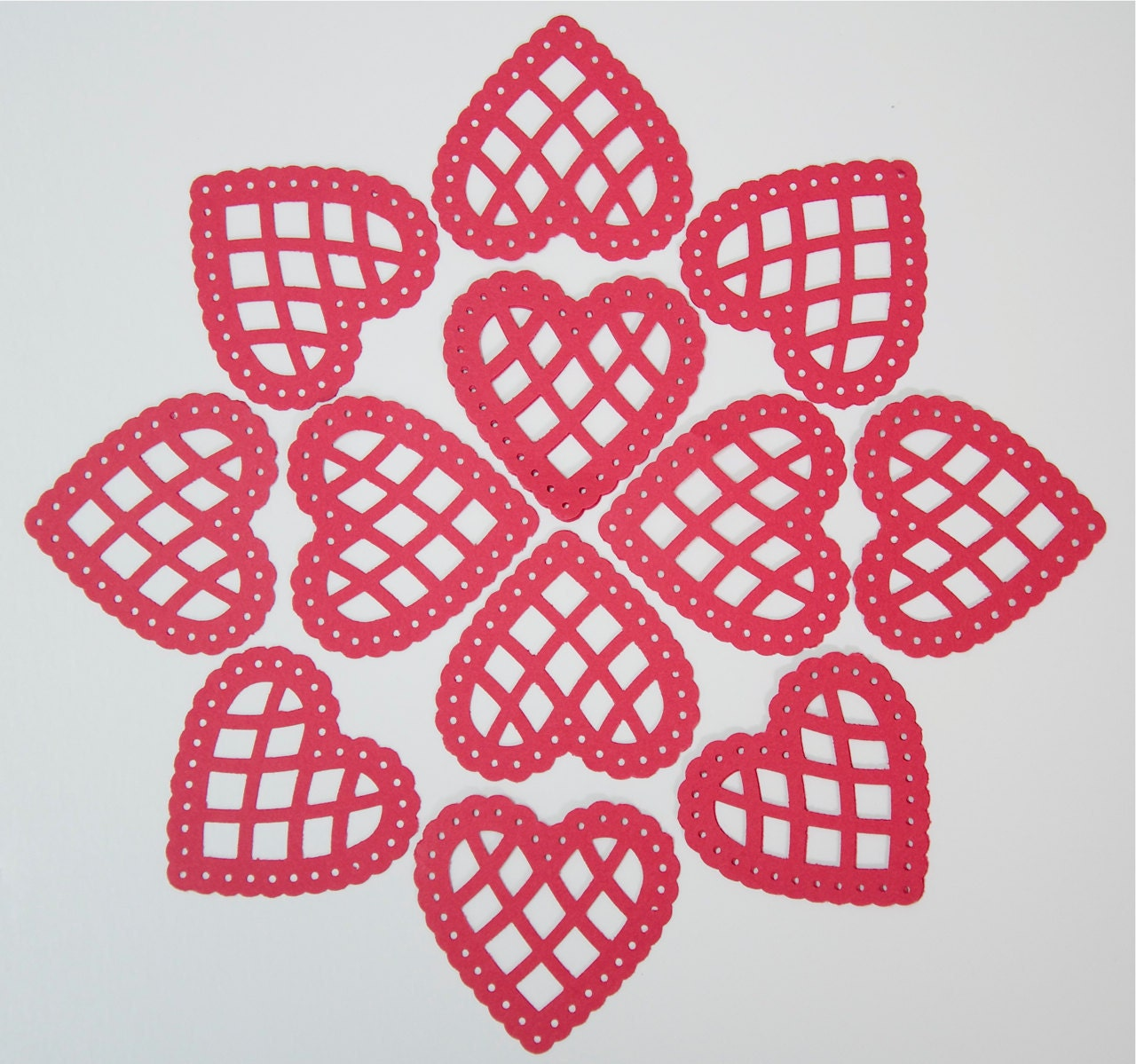 24 Scalloped Hearts- Red