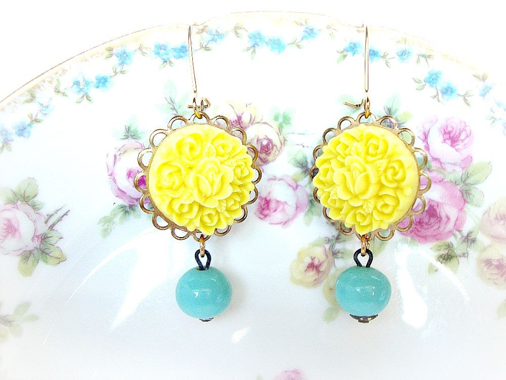 TAKE 35 % OFF SALE, Shabby Chic Earrings, Wedding Earrings, Bridesmaid, Maid of Honor, Brides, Bridal Earrings,Vintage Glass Beads, Yellow