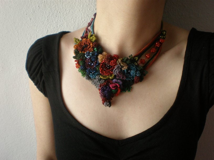 Callirhoe Papaver  ... Freeform Beaded Crochet Necklace - Flowers - irregularexpressions