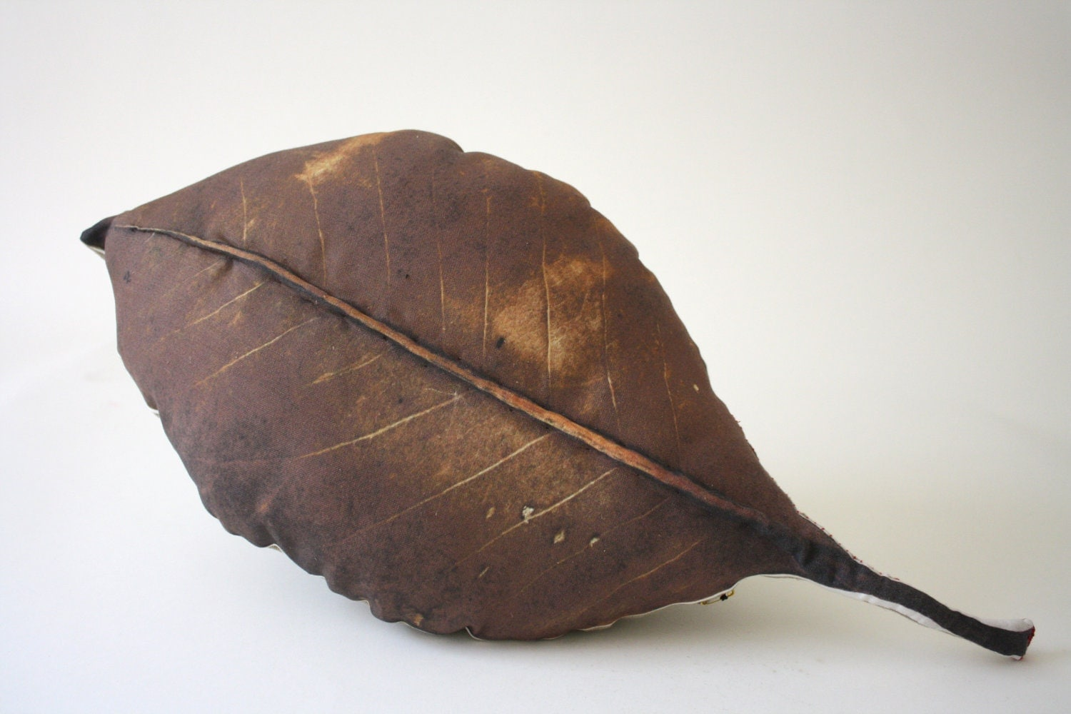 Leaf pillow - Plantillo