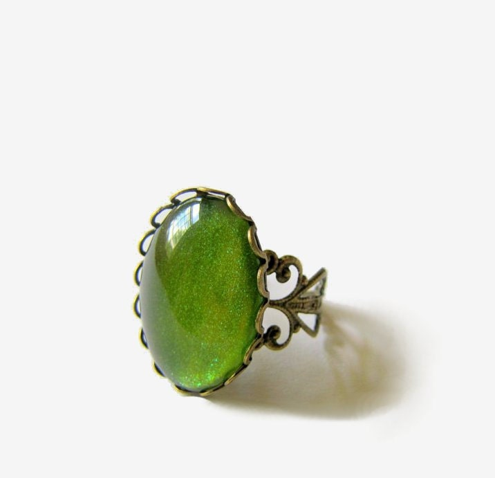 Adjustable Green Sparkle Ring Vintage Style Setting Oval Cameo Ring - MyDifferentStrokes