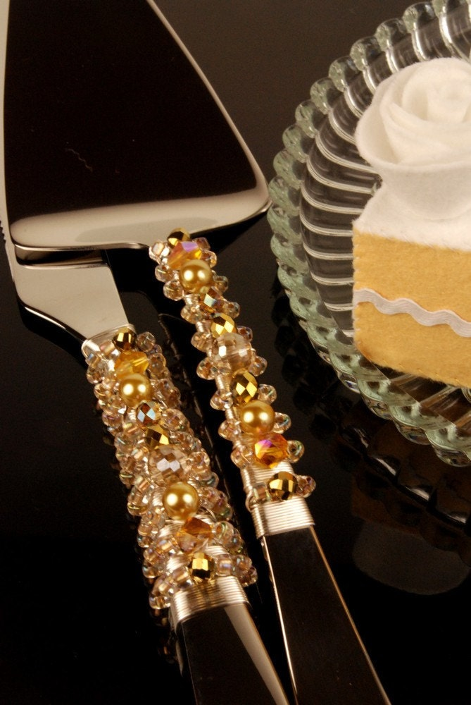Vintage gold beaded wedding cake server and knife by The Vintage Wedding