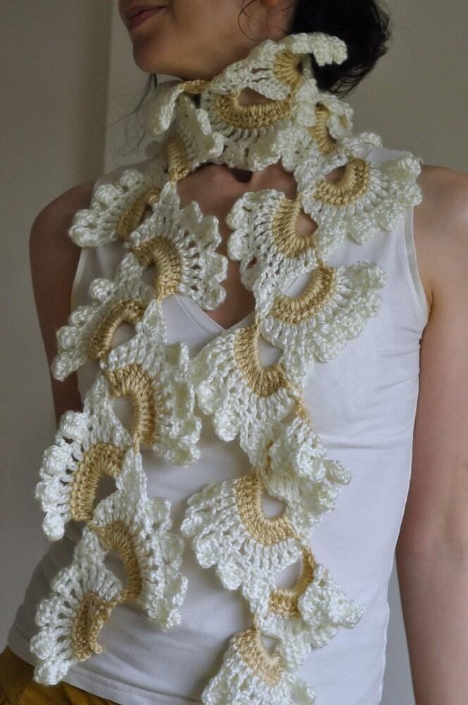 Белая орхидея - вязаное кружево ажурных романтического женского платка / scarflette / шаль из слоновой кости и мягкие бежевые