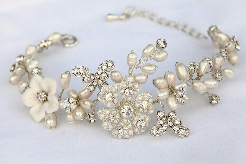 White Bridal bracelet. Bridal  bracelets. Wedding jewelry .Pearl and Rhinestone bracelet. Bridal accessories.Bracelet.