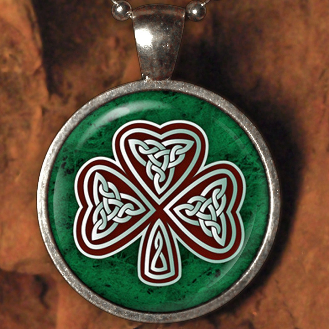 Celtic Knot Shamrock - 868 /  Domed Glass Tile Art Cabochon Necklace Pendant