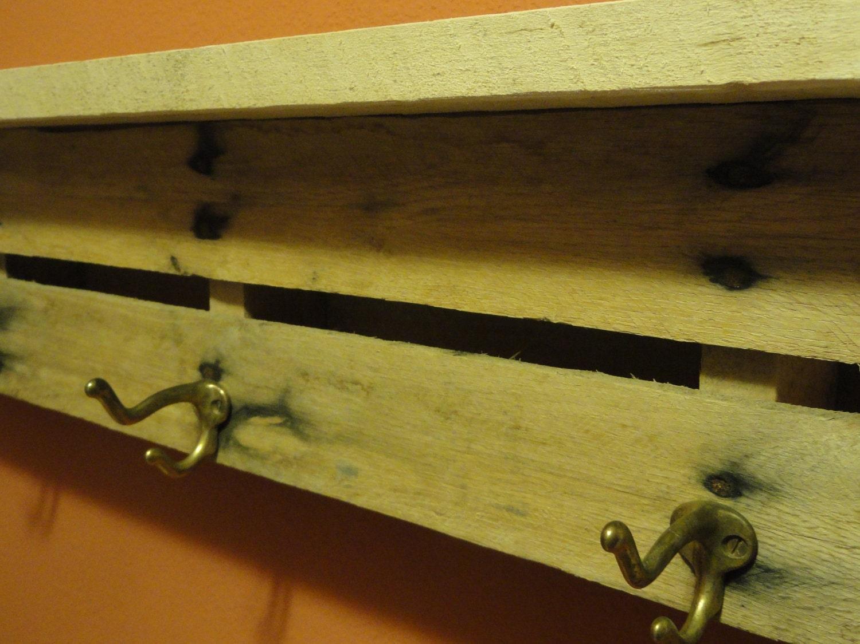 Escudo plataforma de rack a partir de una paleta de edad