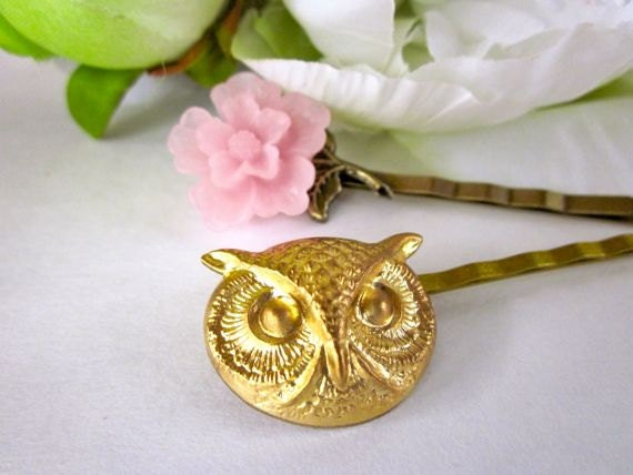 Pink flower- and golden owl-shaped bobby pins