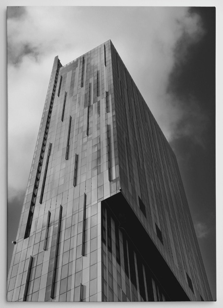 "Manchester Beetham Tower Black and White Canvas 24x16"" - BokaPrint"