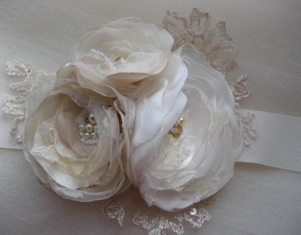 Vintage bridal sash Ivory Beige Champagne 3 flower romantic ribbon belt
