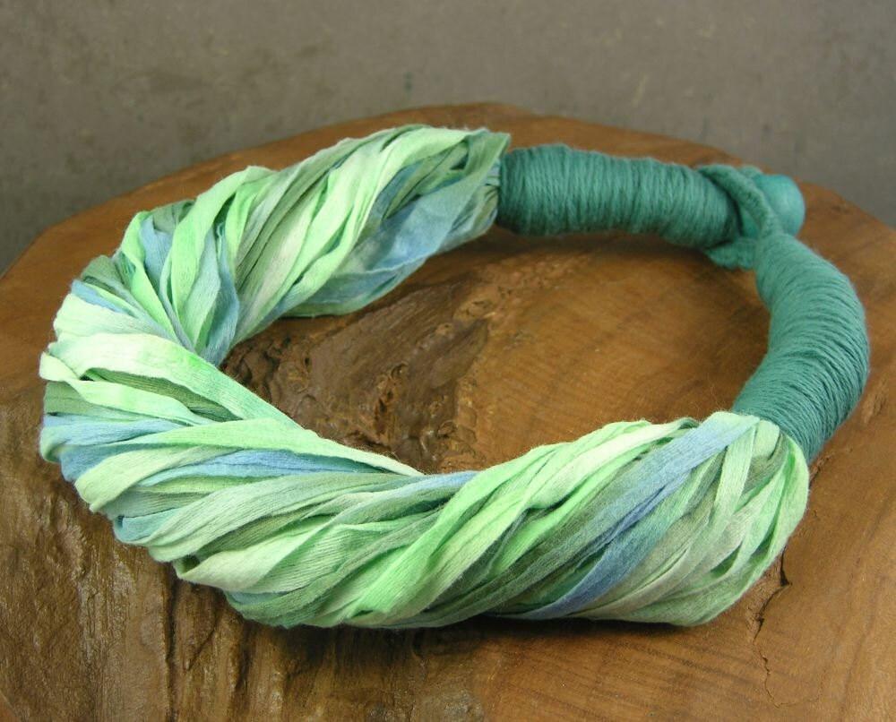 текстильные ожерелье - ожерелье шарф - тощий шарф - scarflette - этнические - в царской оливковое и чирок зеленый многократно использовать текстиль