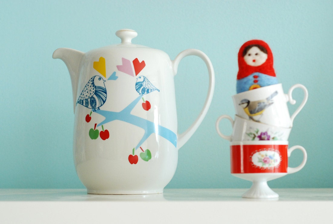 Extra extra large lovebirds in the apple tree teapot