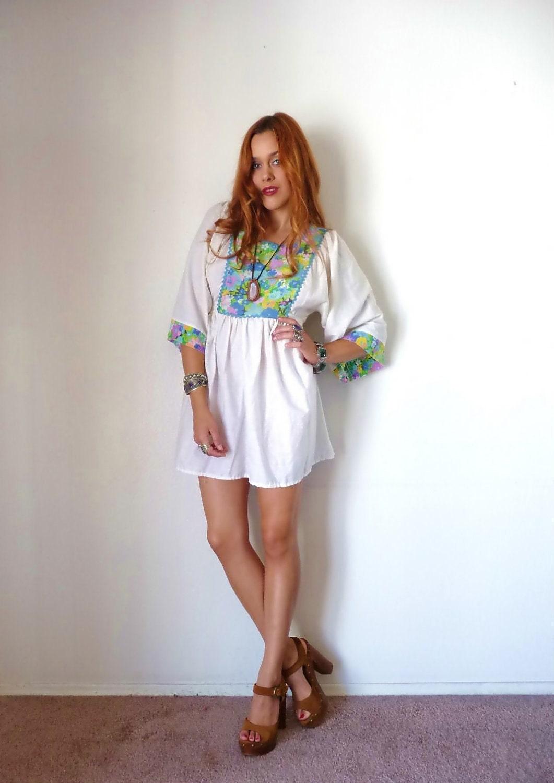 Vintage 70s White KIMONO FLORAL Hippie Mini Dress M L