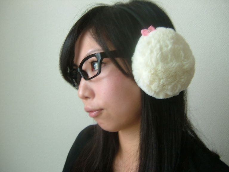 Soft Fluffy Faux Fur Fuwa-Kawaii Earmuffs Snow White with Pink mini bows