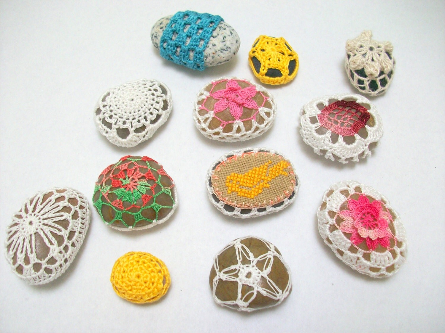 Spring colors crochet stones,wedding gift,home decor,tabledecor - MyDreamCrochets