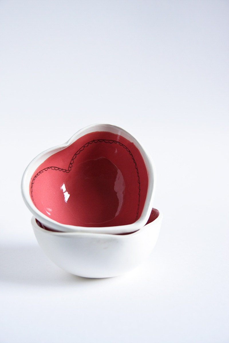 red love heart bowl, valentine's day pottery, modern serving bowl, trinket dish, ring catcher, handshaped by karoArt, made in Ireland
