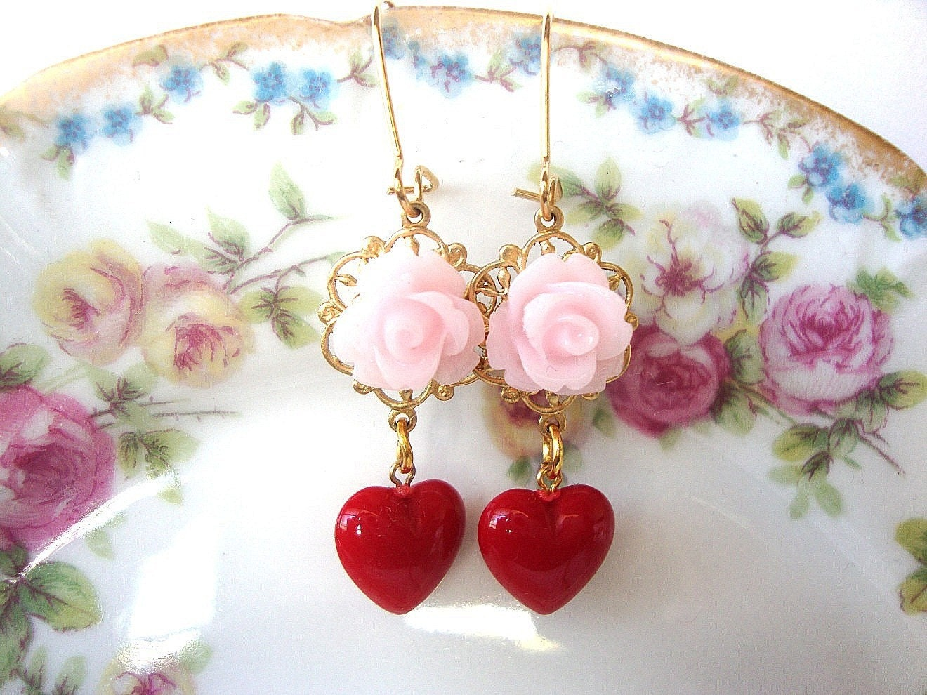 Take 35 % OFF SALE, Shabby Chic Earrings, Wedding Earrings, Bridesmaid, Maid of Honor, Brides, Bridal Earrings,Vintage Lucite, Red Hearts