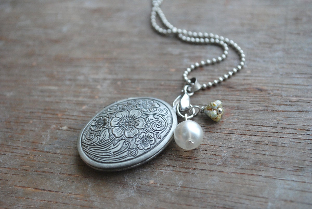 "Edelweiss 2 """" Antique silver locket - picturing"