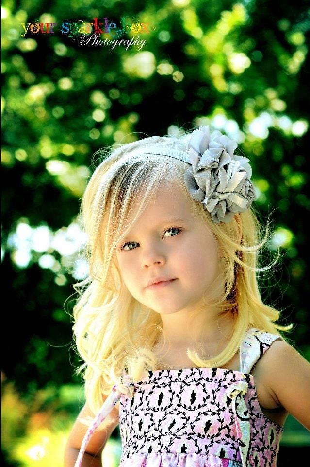 Серый головная повязка Цветок - голубь серый шифон Роза с жемчугом Stretchy Серый головная повязка или зажим для волос - Одри - Vintage Вдохновленный - Свадебные