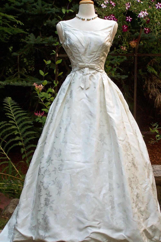 Stunning Diamond White Embossed Vintage 1960s BRIDAL ORIGINALS Duchess Satin Wedding Gown