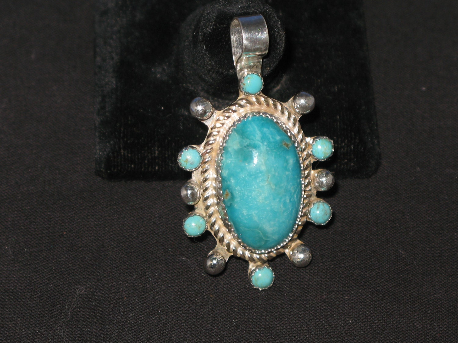 Turquoise Classic style pendant 7 matching stones