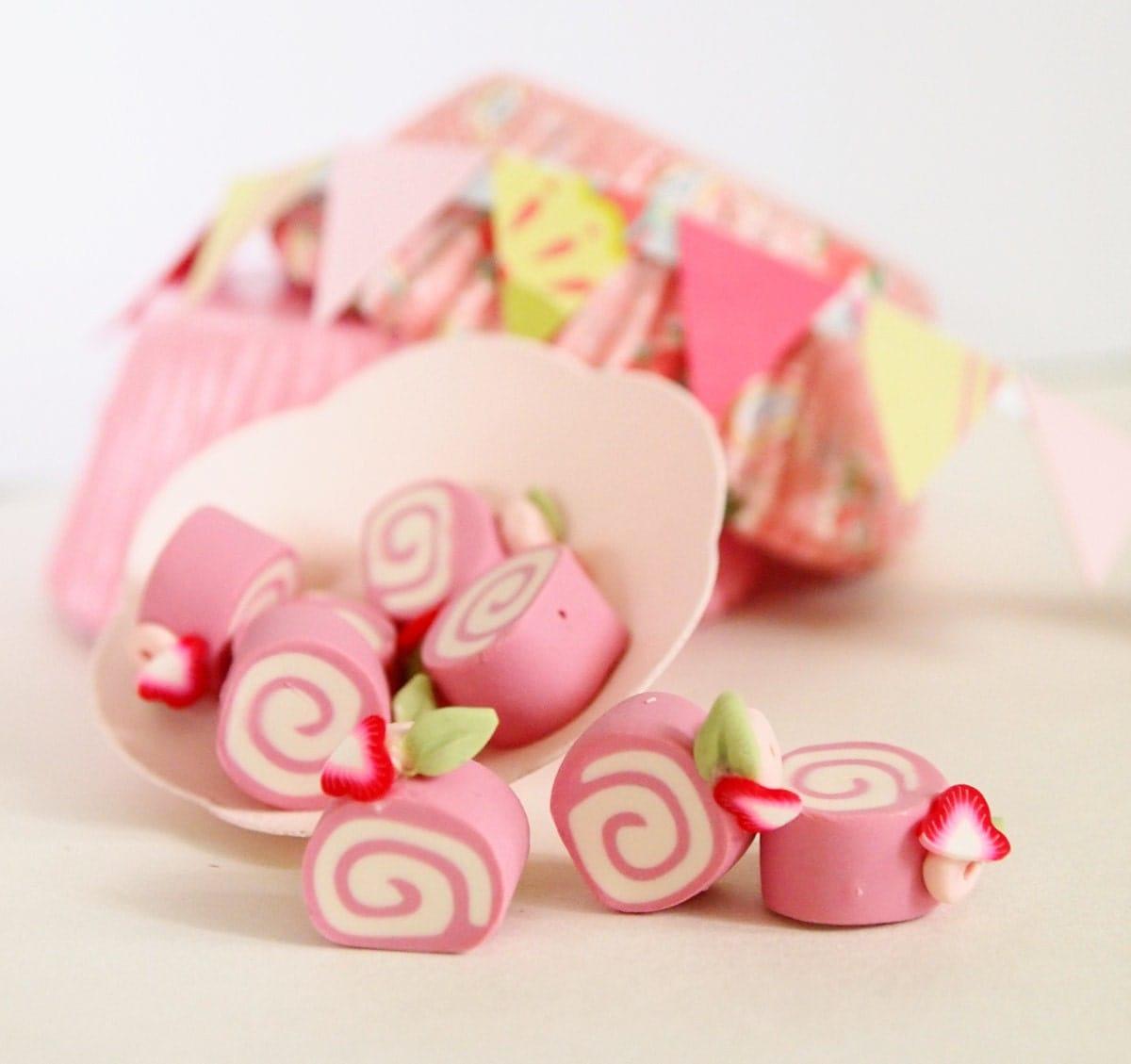 Handmade Cake beads, 5pcs Miniature Strawberry Roll Cake Charm