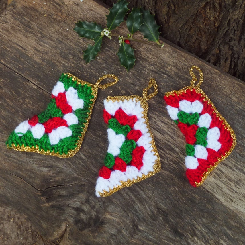 Free Crochet Pattern Christmas : CHRISTMAS CROCHET STOCKING PATTERNS Free Patterns