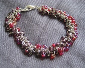 Chainmaille Shaggy Loops Bracelet - Berry Blend