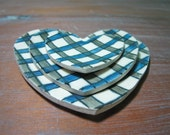 heart plaid plates