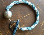 Bead Crochet Rope Bracelet with pearl-grey and metallic-blue stripes on white ground and unique Toggle-clasp - DianaCoe