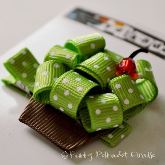 Cute Apple Green Cupcake Clippie Clip