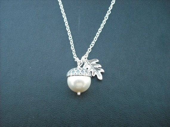 creamy pearl acorn necklace -white gold plated chain