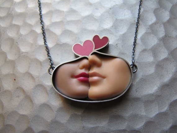 Smooch Necklace