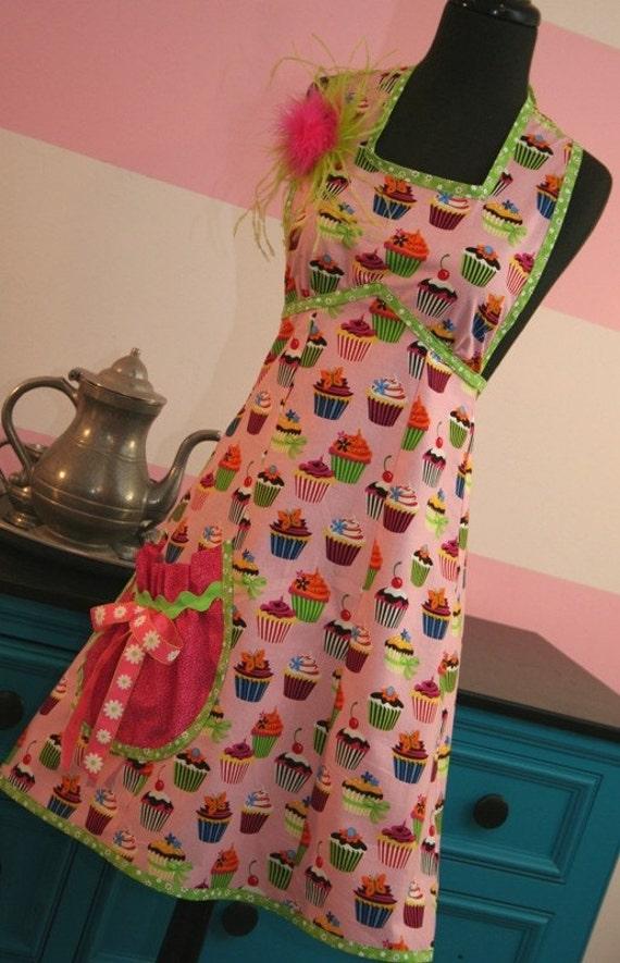 Vintage Glam Apron - Pink Cupcake